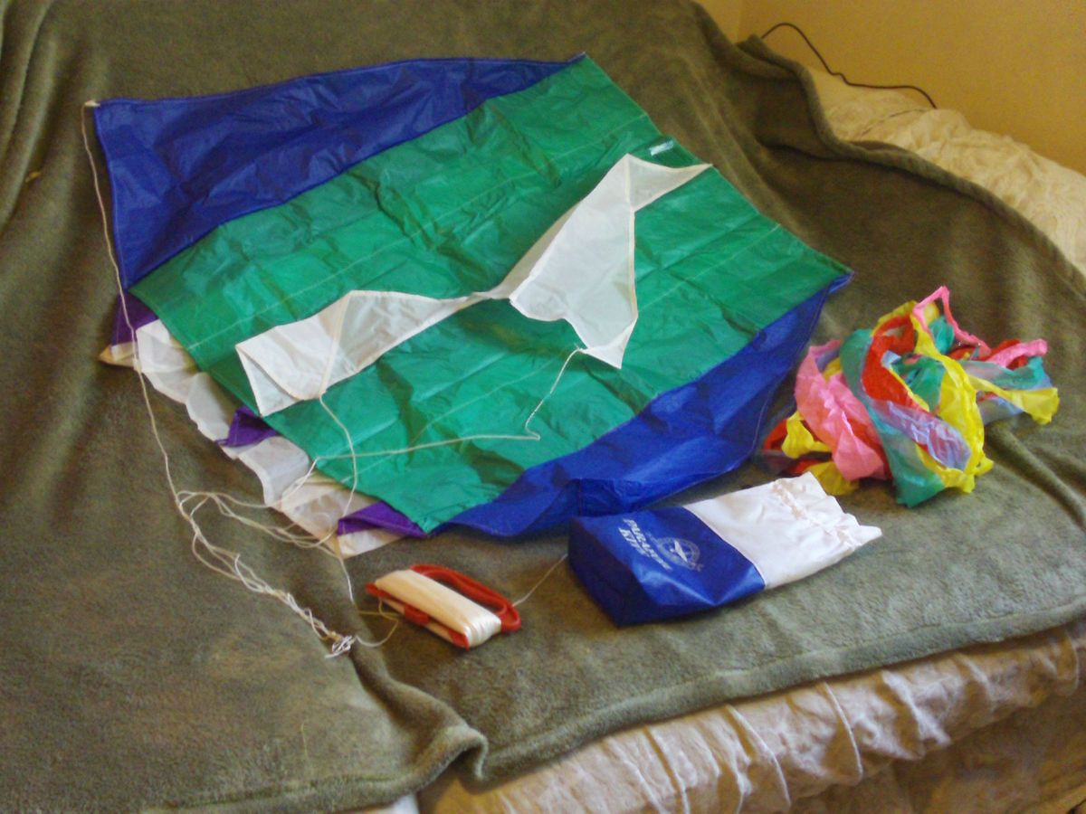 Premier 20 x 32 inch Parafoil Kite Opened But Never Flown Eddie Bauer