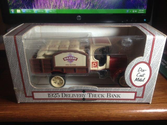 ERTL 1925 DELIVERY TRUCK BANK 1 32 PUBLIX BAKERY DIE CAST METAL BRAND