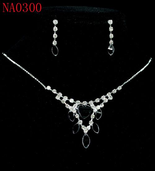 Charming Black Clear Crystal Necklace Earrings Set