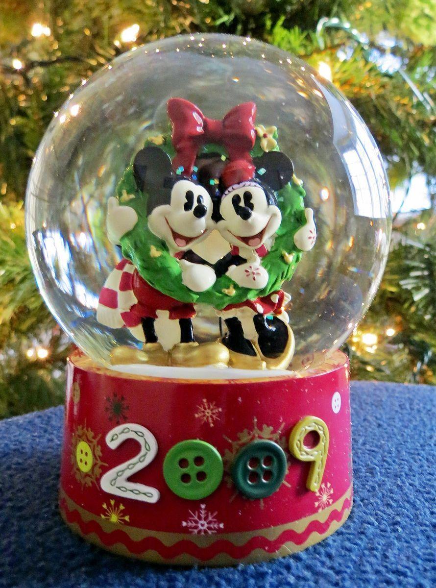 Disney~Mickey & Minnie~Snowglobe~Christmas~2009~~Exclusive