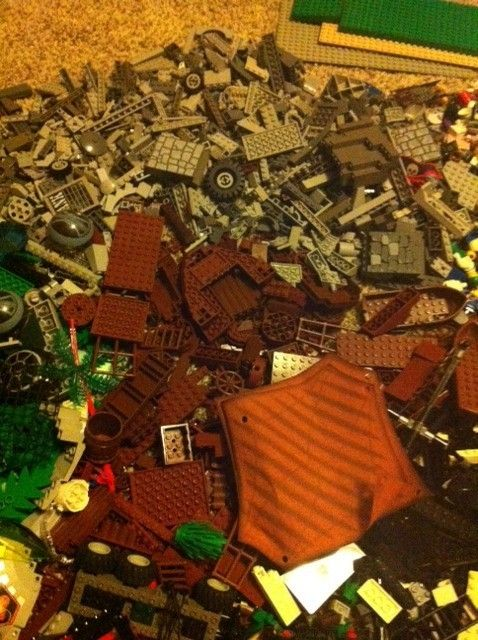 Huge Lego Lot Over 100LB Star Wars Castle Space City Pirates and More